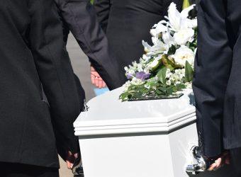 """Θρήνος στη κηδεία της 26χρονης εγκύου που """"έσβησε"""" σε τροχαίο στην Πατρών – Πύργου"""