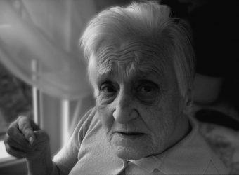 """""""Να έχεις την ευχή μου και να μην γκρινιάζεις στην ζωή σου"""": Τα λόγια της γιαγιάς που έχω πάντα στο νου μου"""