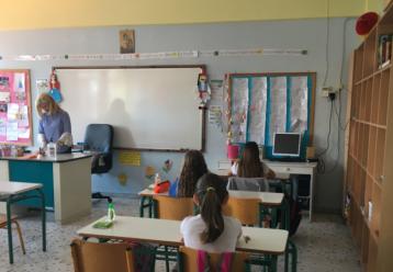 Σχολεία μέχρι τις 6 το απόγευμα: Τι σχεδιάζει η κυβέρνηση