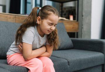 """Παιδίατρος: """"Θερίζει"""" η γαστρεντερίτιδα - Τι να προσέξετε και πώς να ανακουφίσετε το παιδί"""