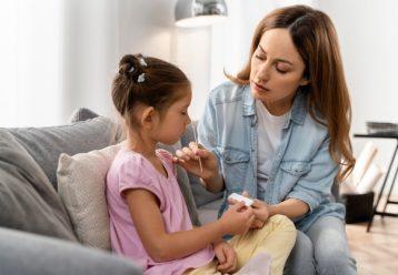Ιατρική Σχολή ΕΚΠΑ: Πώς θα προστατεύσουμε τα παιδιά έναντι της COVID-19;