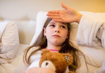 Παιδίατρος: Έξαρση ιώσεων και λοιμώξεων - Για πόσο διάστημα τα παιδιά να μείνουν σπίτι