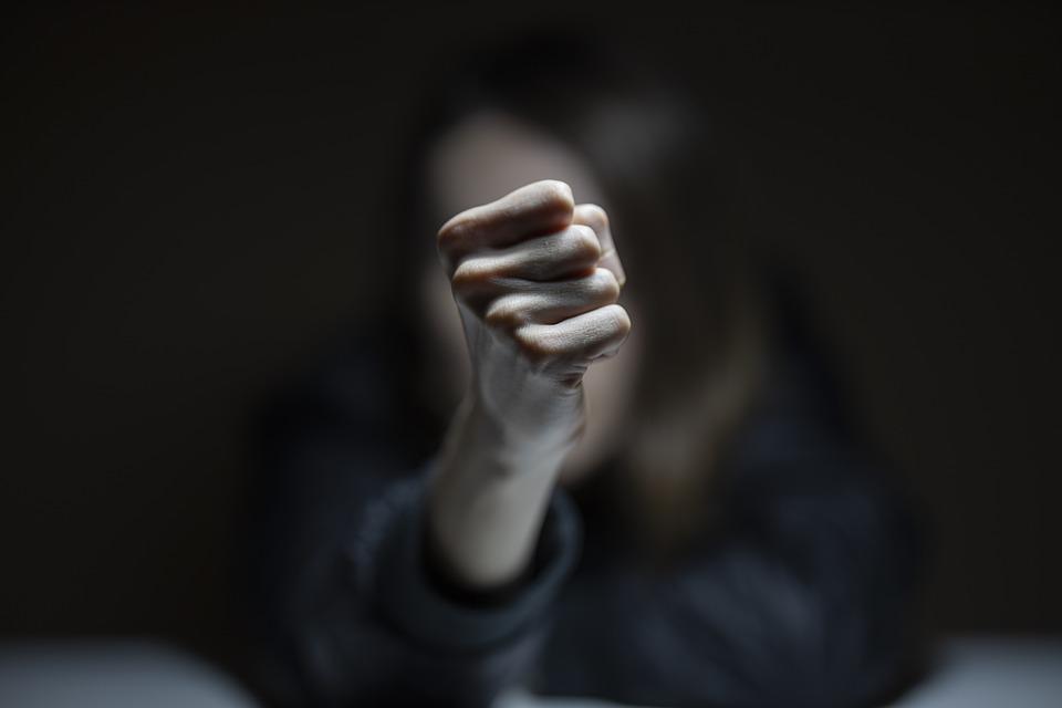 Σοκ στα Βόρεια Προάστια: 15χρονες έπαιξαν άγριο ξύλο για έναν...βιασμό