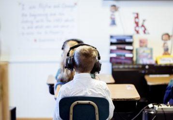Αυτά τα σχολεία θα αποκτήσουν μαγνητικούς πίνακες, παιχνίδια μαθητικής σκέψης και ειδικά θρανία