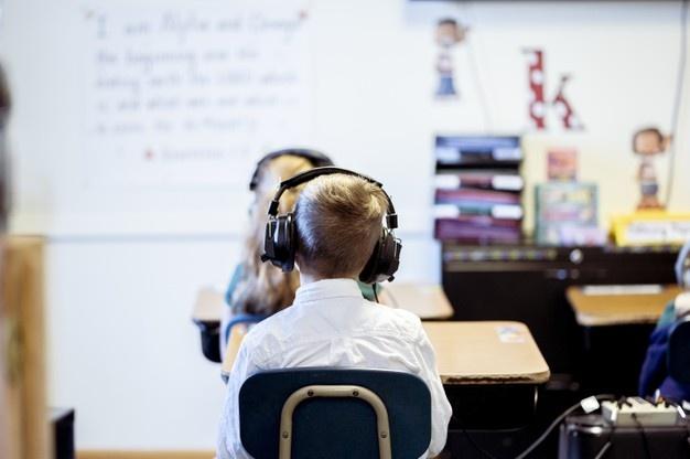 Αυτά τα σχολεία θα αποκτήσουν μαγνητικούς πίνακες, παιχνίδια μαθηματικής σκέψης και ειδικά θρανία