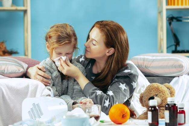 Ο παιδίατρος προειδοποιεί: Γονείς, δώστε προσοχή σε αυτήν την ίωση που είναι σε έξαρση