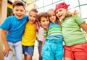 """Τα παιδιά """"δεξαμενή"""" νέων μεταλλάξεων στην τροχιά της πανδημίας - Αναγκαίος ο εμβολιασμός"""