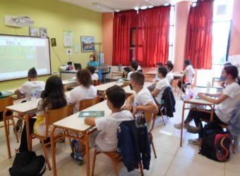 Δάσκαλοι & γονείς ξεσπούν για τις συμπτύξεις τμημάτων και ζητούν εξηγήσεις για τις τάξεις των 28(!) μαθητών