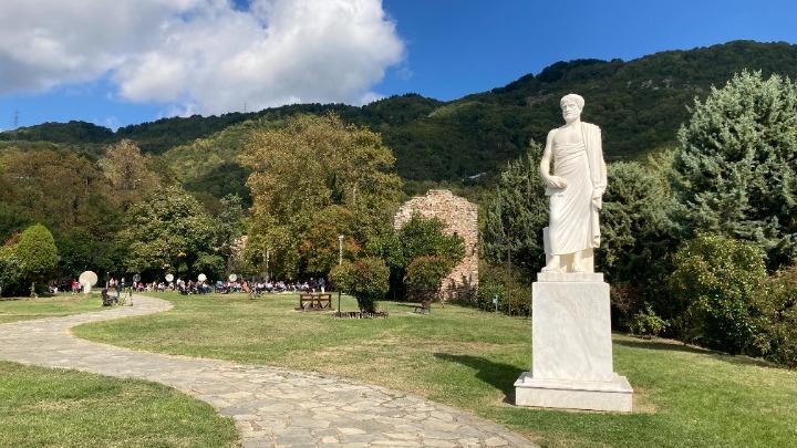 «Μικροί Αριστοτελικοί Περιπατητές»: Σχολικός τουρισμός στην γενέτειρα του φιλοσόφου